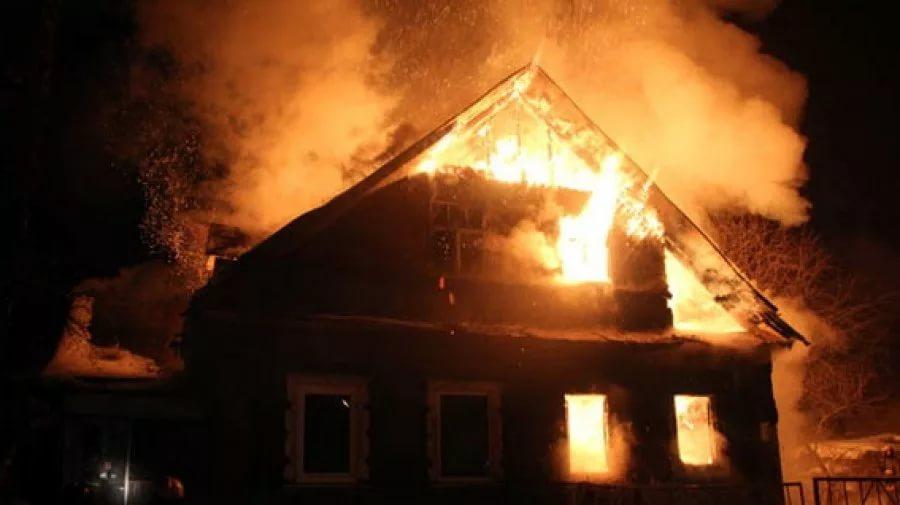 В Новгородском районе сгорел дом. Удалось спасти баню и дровяник