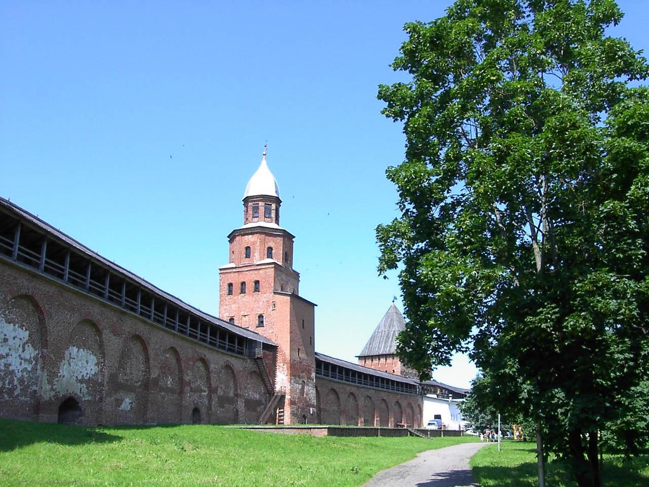 Ушедший из дома Артем Антонов найден в Новгородском кремле