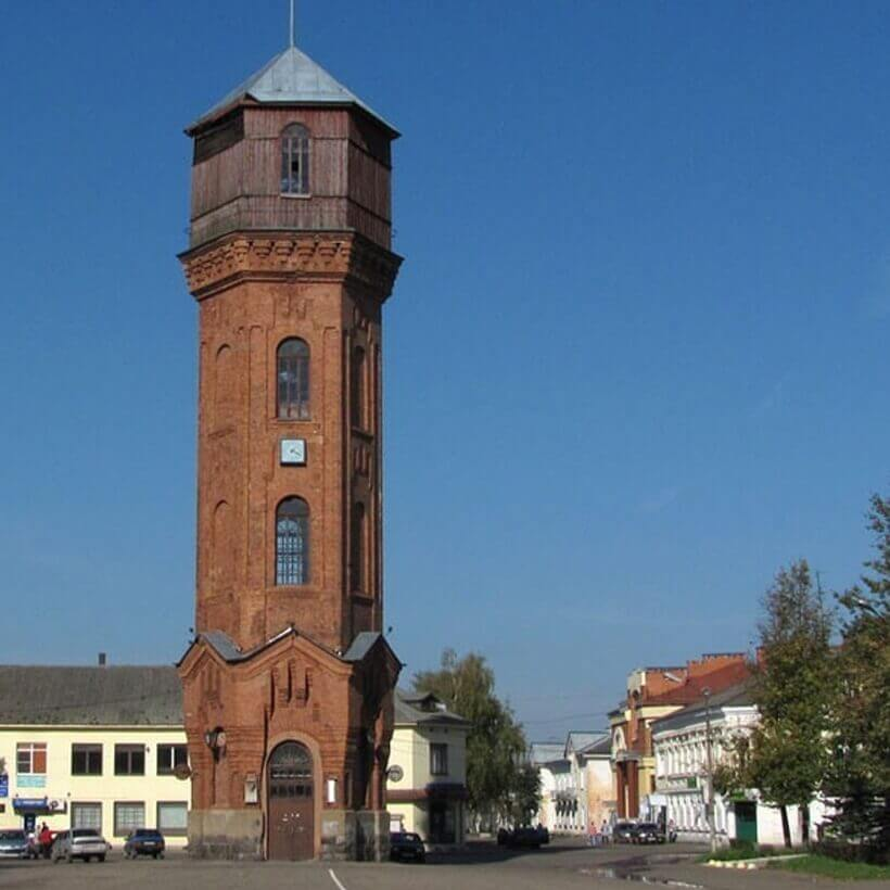 Правительство Новгородской области еще раз объяснило, что площадь у башни в Старой Руссе не продадут