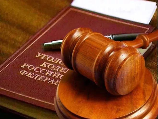 Бывший полицейский обвиняется в восьми преступлениях УК РФ, совершенных в Новгородской и Псковской областях