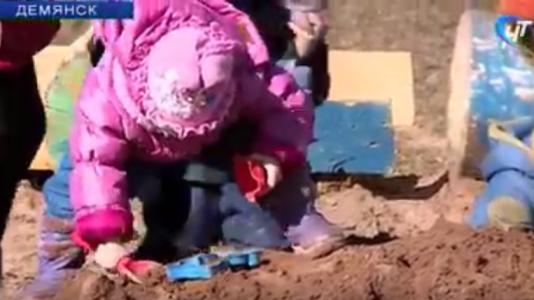 В демянском садике «Дюймовочка» дети играют костями немцев