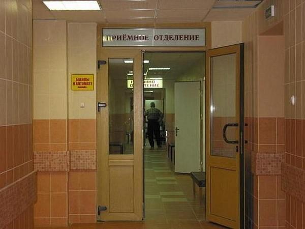 Доставленный в больницу пьяный житель Валдая «поблагодарил» за помощь, размахивая стулом