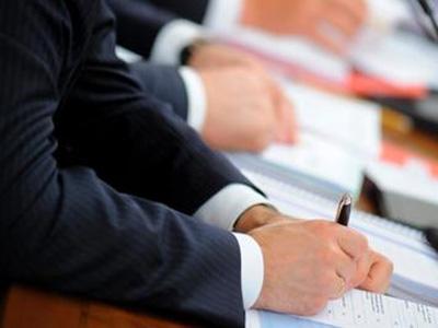 Избирком: «Подписей от депутатов для поддержки хватит всем кандидатам в губернаторы Новгородской области. Даже с запасом»