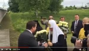 Видео: врио губернатора Андрей Никитин встречает Патриарха Кирилла у входа в Николо-Вяжищский монастырь