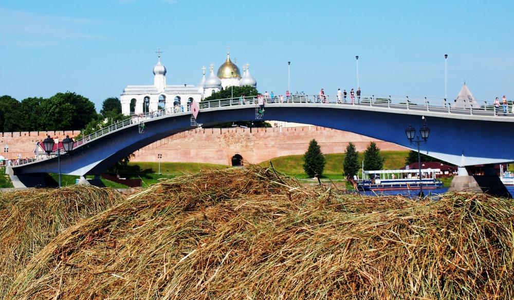 Новгородские депутаты приняли бюджет: один предрек городу медленную смерть, другой – постепенное развитие