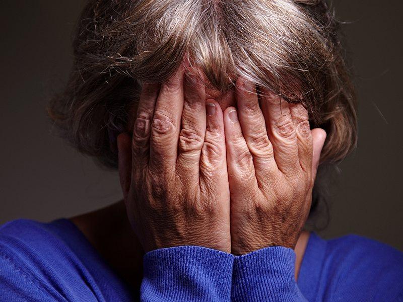 Пенсионерку из Великого Новгорода, в одиночку воспитывающую внучку, одолевают коллекторы