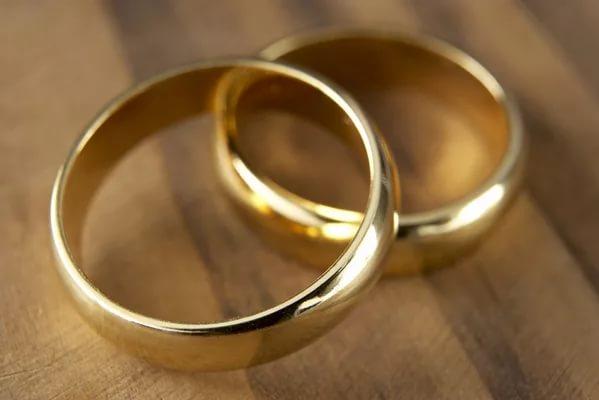 В Солецком районе похищенные обручальные кольца вернулись к хозяйке благодаря участковому