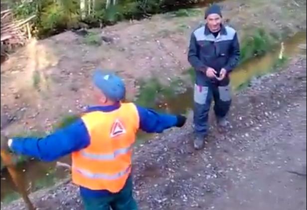 Видео: дорожники в хвойнинских Левочах побивают камнями под иранскую музыку о любви