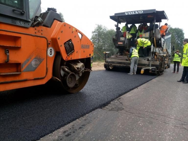 Дорогу от Боровичей до деревни Шуя отремонтировали почти наполовину