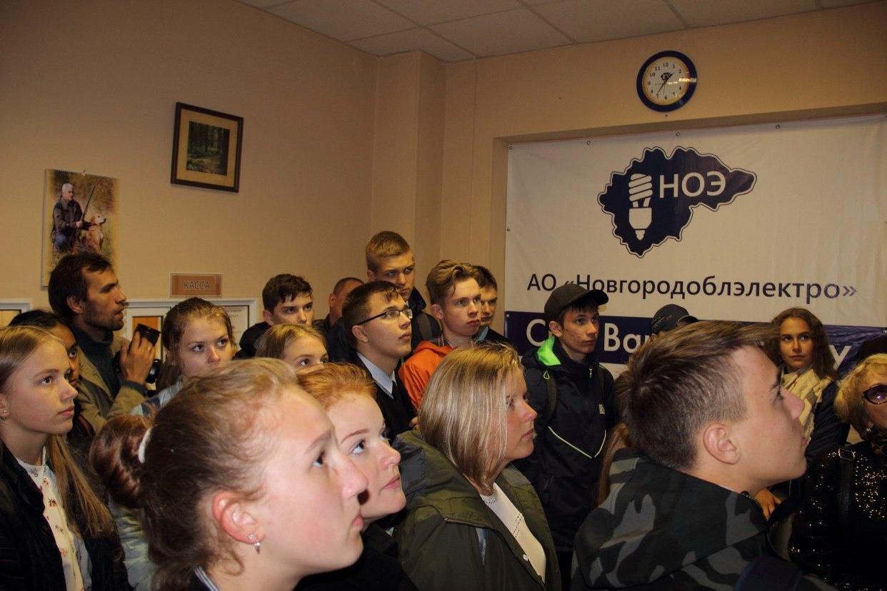 Новгородские энергетики угостили школьников «лампой накаливания»