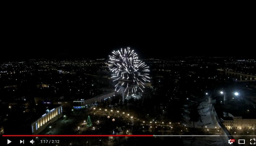 Видео: новогодний салют в Великом Новгорода сняли с высоты птичьего полета