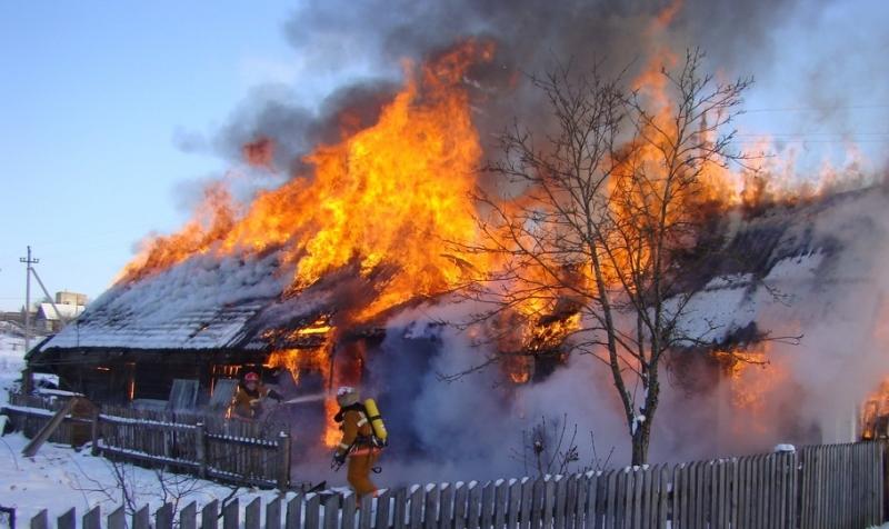 В Новгородской области за два часа сгорели два дома