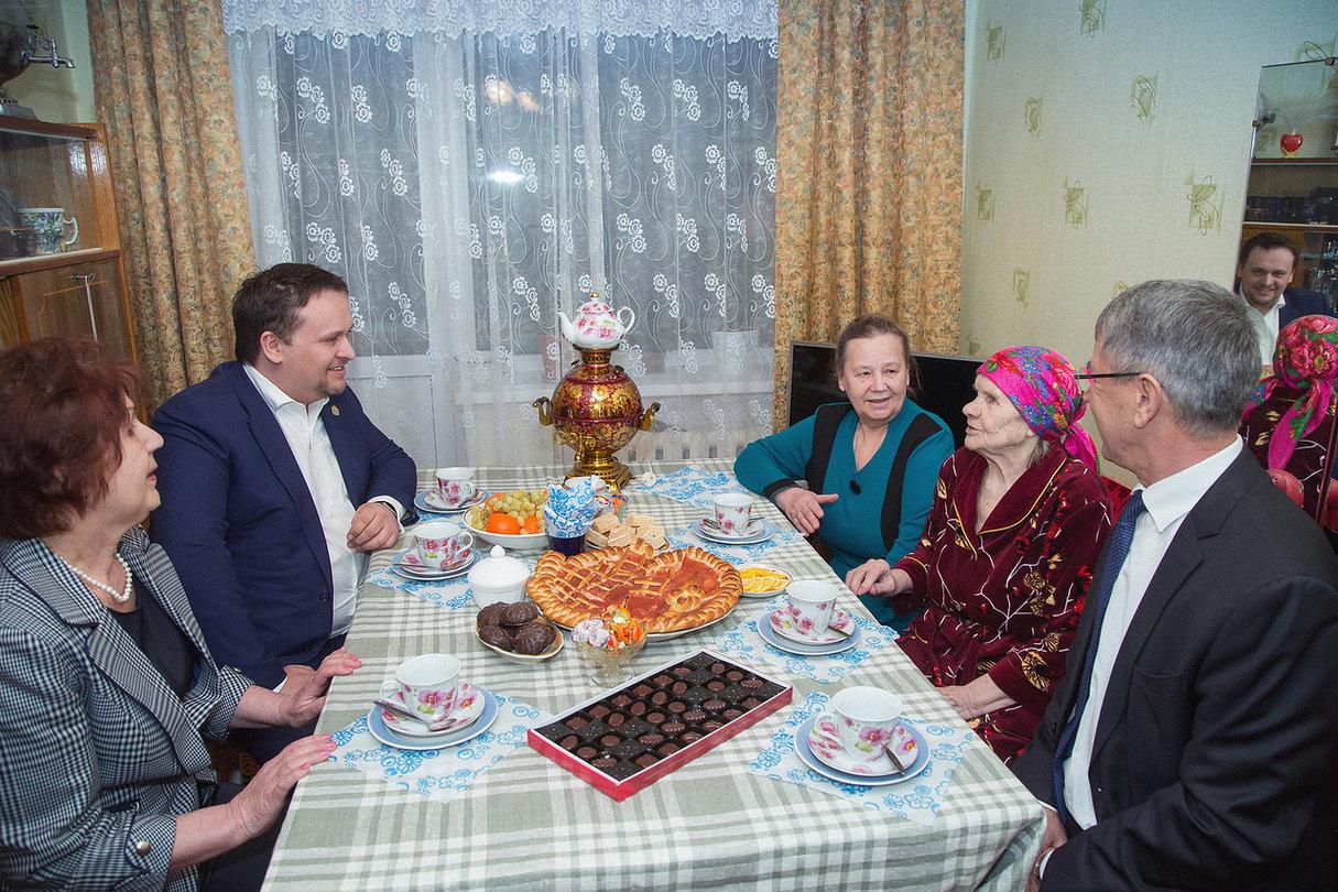 Андрей Никитин побывал в гостях у жителей Крестец