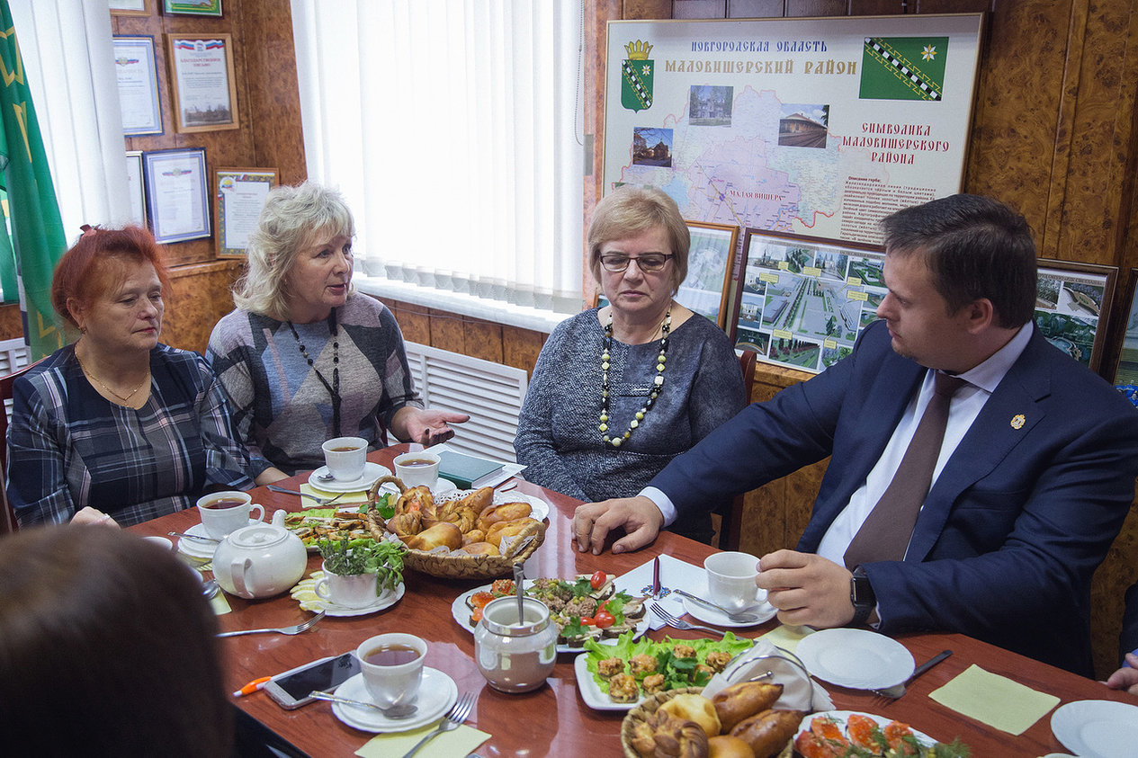 Андрей Никитин рассказал маловишерцам, как можно быстрее построить новую школу