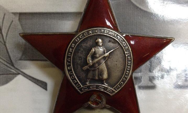 Новгородские поисковики вернули из Лондона орден Красной Звезды