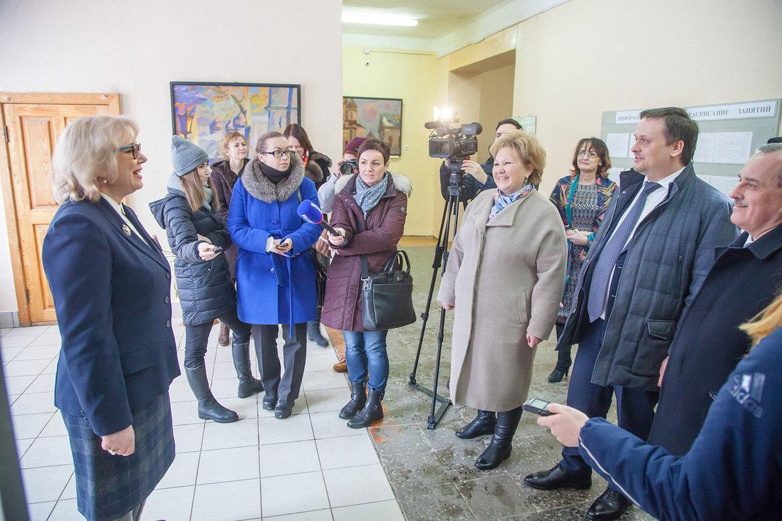 В Великом Новгороде директор школы преодолела страх, а главврач «Хелпера» похвалил подрядчика