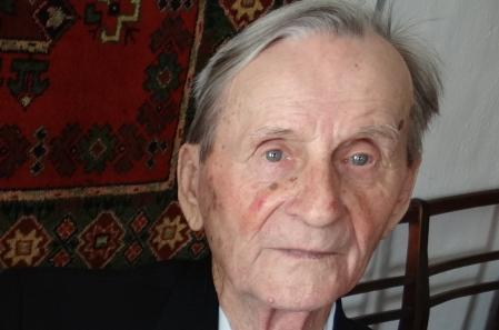91-летний участник Великой Отечественной войны стал первым участником конкурса на гимн Боровичей