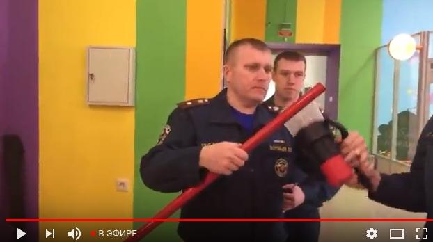 Трансляция рейда сотрудников МЧС и прокуратуры в новгородском ТЦ «Волна»