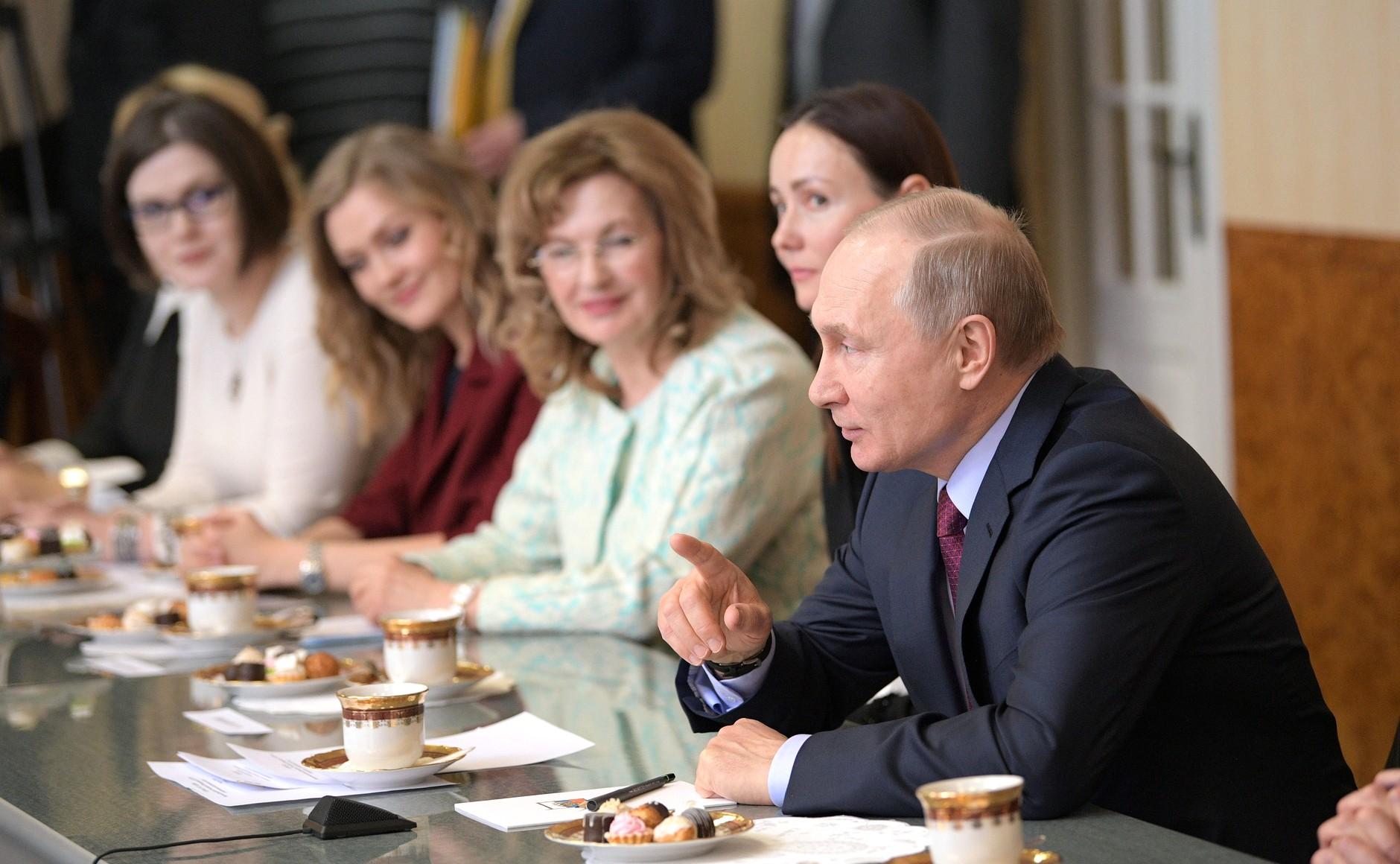 В канун 8 Марта Владимир Путин встретился в Самаре с ...