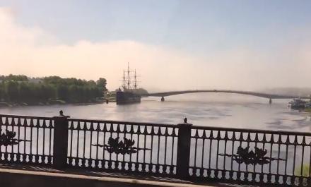 Видео: странный туман накрывает Великий Новгород