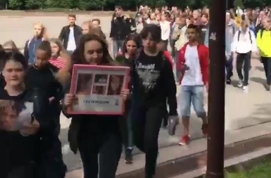 В Великом Новгороде прошел мемориал рэпера XXXTentacion