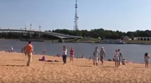 Видео: на кремлевском пляже прошла неожиданная зарядка