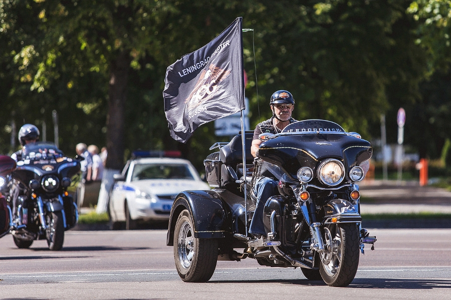 Видео: байкеры мотофестиваля St. Petersburg Harley®Days заехали в Великий Новгород