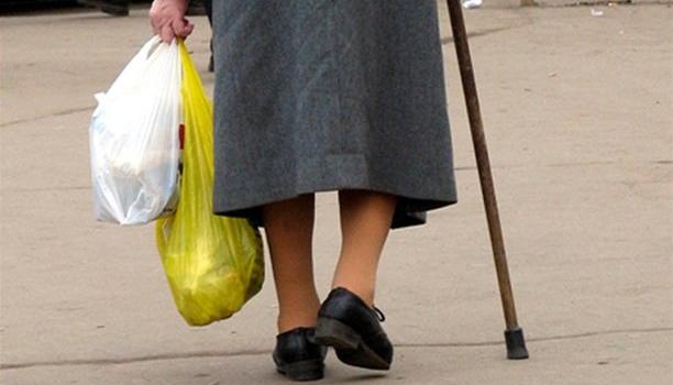 В Сольцах водитель ВАЗа сбил 78-летнюю старушку