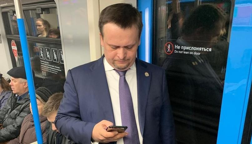 Ничего особенного: губернатор Новгородской области в Москве обходит пробки на метро