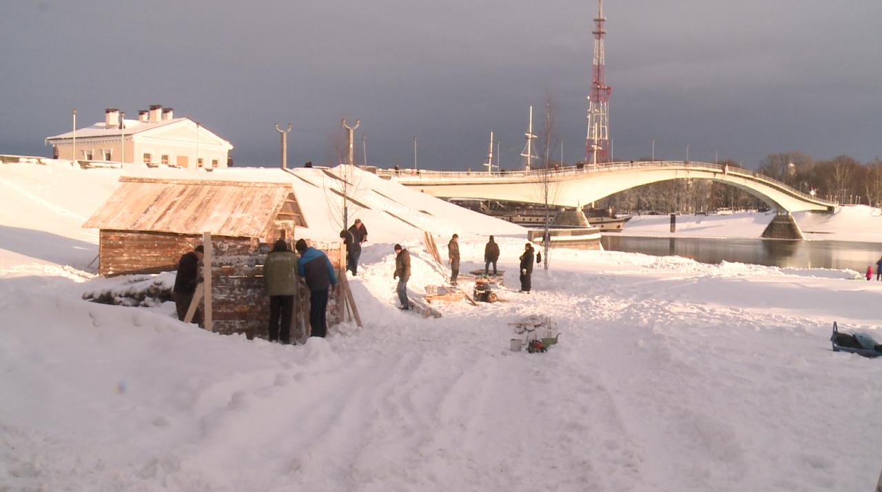 На пляже у Новгородского кремля появились березы и дома на «боевых позициях вермахта и СС»