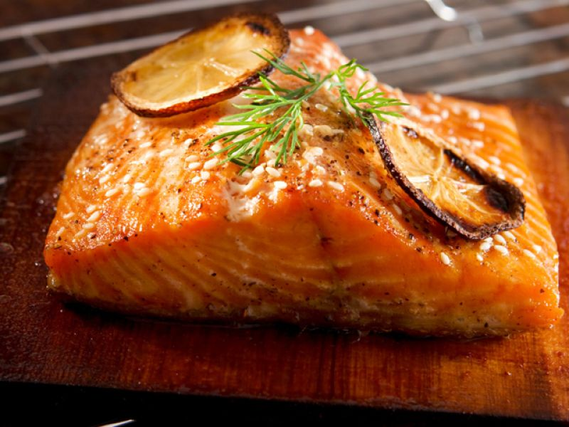 «53 новогодних рецепта»: лосось по-швейцарски