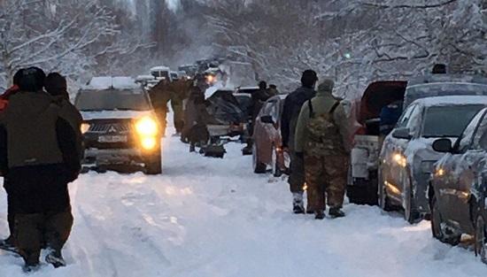 В Новгородском районе более сотни машин встали в пробку из-за рыбаков