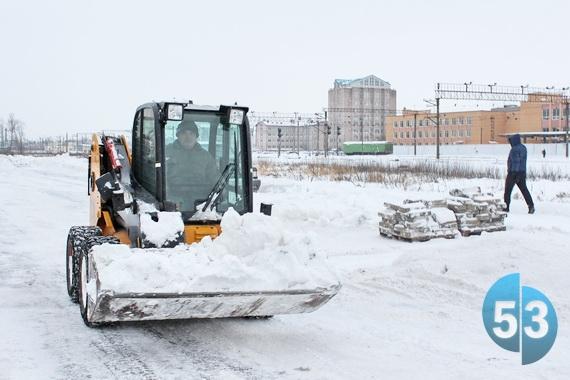 В новгородской мэрии рассказали, куда вывозится снег из города