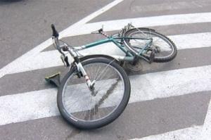 Нарушение ПДД закончилось сломанной ногой для новгородского велосипедиста