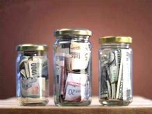 Наш опрос: хранят ли новгородцы деньги на банковских картах?