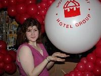 Горничная новгородского отеля нашла под матрасом «неприличную сумму» и вернула потерю