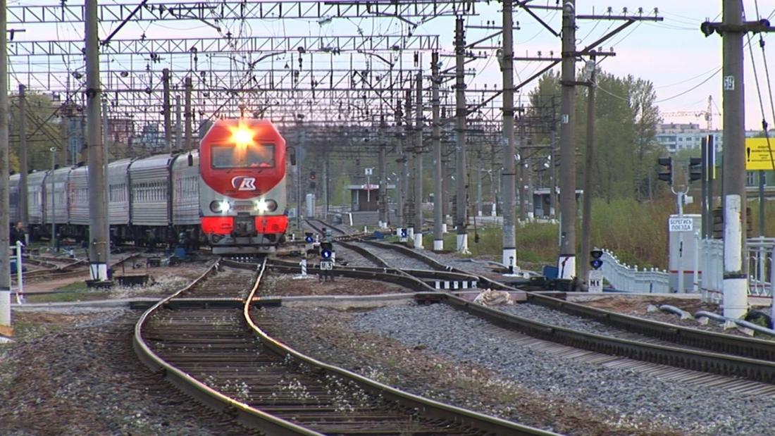 На майских праздниках через Великий Новгород проследуют дополнительные поезда