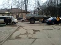 В Великом Новгороде Mazda «подрезала» бронеавтомобиль