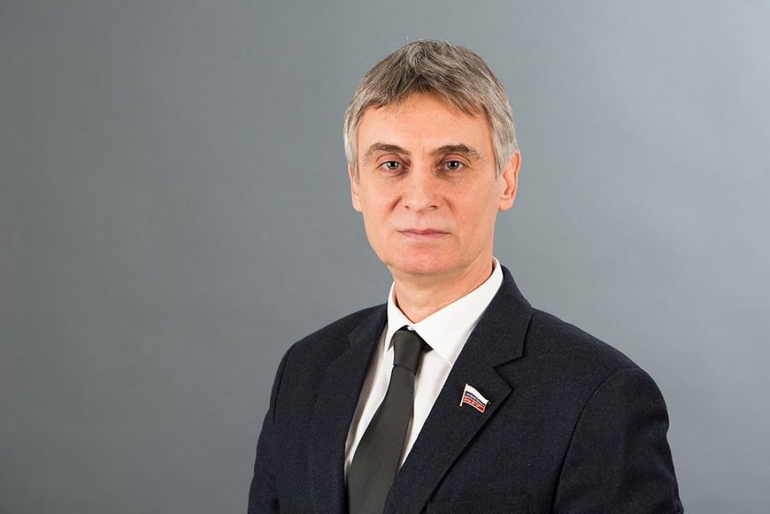 Сенатор Сергей Фабричный объяснил коллегам, почему нужны деньги на новгородские дороги