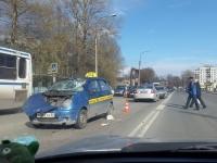 В Великом Новгороде машина такси сбила женщину на пешеходном переходе