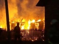 В Великом Новгороде сгорел дом на Маловишерской улице