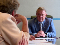 Сенатор Александр Коровников провел прием в Великом Новгороде