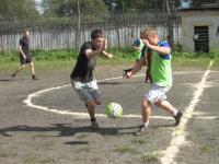Сотрудники и осужденные валдайской колонии сошлись на футбольном поле в товарищеском матче