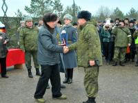 Сергей Митин вручил подарки офицерам во время празднования Дня артиллериста на Лужском полигоне