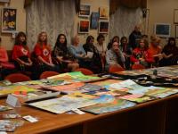 Деньги, вырученные с аукциона художественной выставки, помогут 8-летнему Егору Молокову