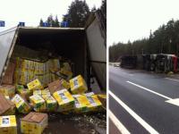 На трассе М-10 под Великим Новгородом перевернулась фура с бананами