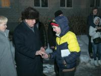 Сергей Митин вручил боровичским детям-сиротам переселенцам из ветхого и аварийного жилья ключи от новых квартир
