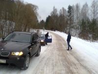 В Маревском районе обледеневший спуск на дороге создает аварийную ситуацию