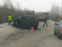 В Чудовском районе столкнулись два грузовика и легковушка. Есть пострадавшие