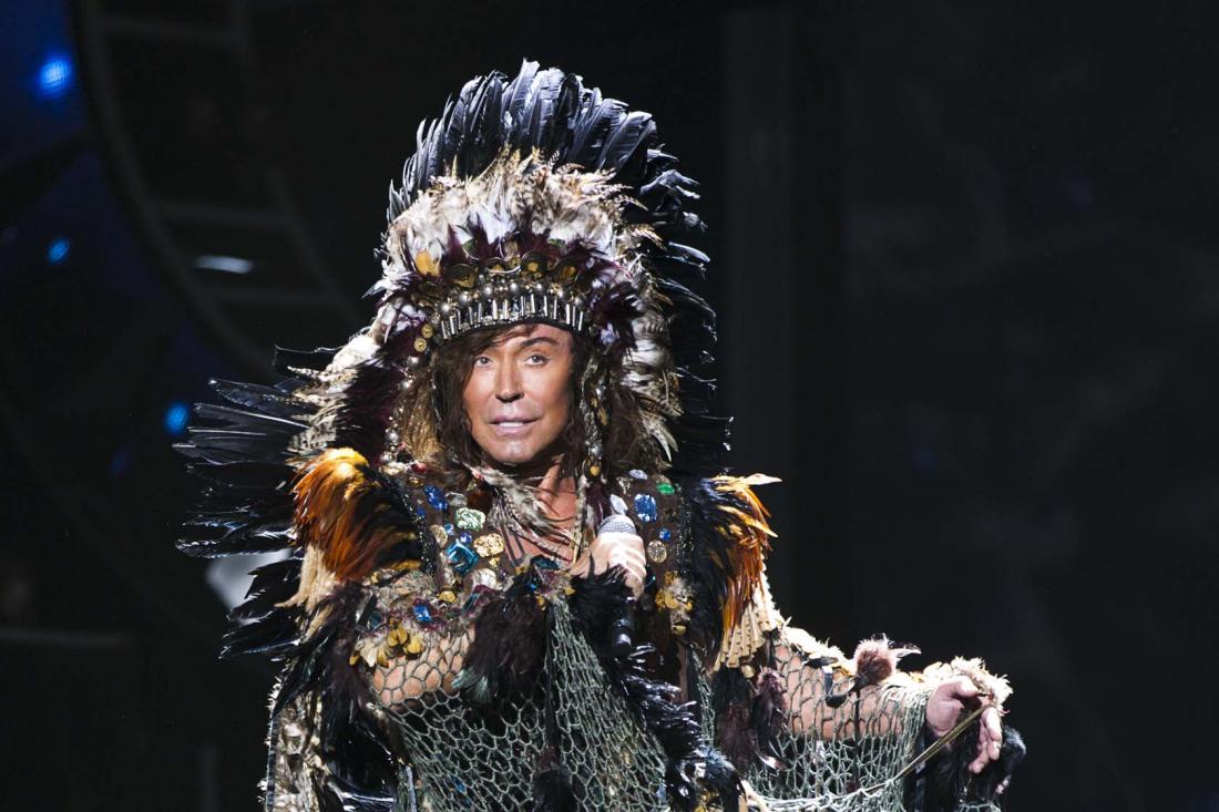 На концерте Валерия Леонтьева танцоры зарабатывали деньги